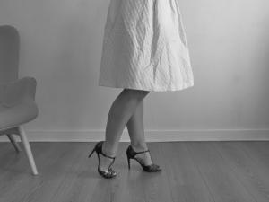 mode retro-chaussure-salomé-jupe midi