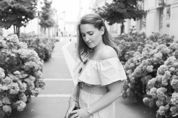 shoot-backandwhite-offshoulders-dress-seralyne