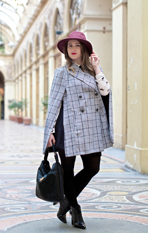 look-preppy-london-capetartan-shein-galeriesvivienne-paris-influencer-fashionblogger-chemiseretro-mango-jupepatineuse-bottineszara-vinyl-seralynepointcom_DSC3371
