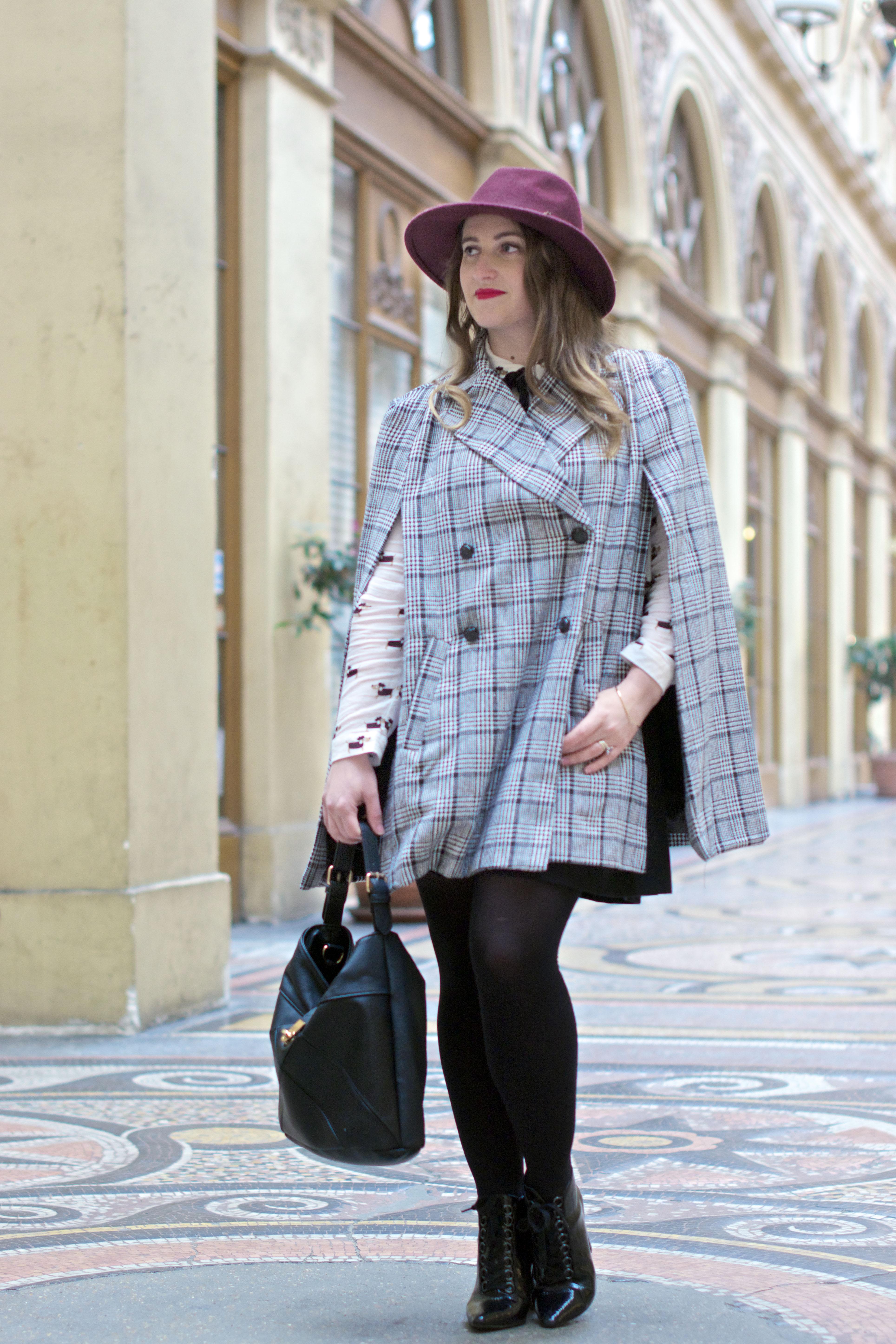 look-preppy-london-capetartan-shein-galeriesvivienne-paris-influencer-fashionblogger-chemiseretro-mango-jupepatineuse-bottineszara-vinyl-seralynepointcom_DSC3375