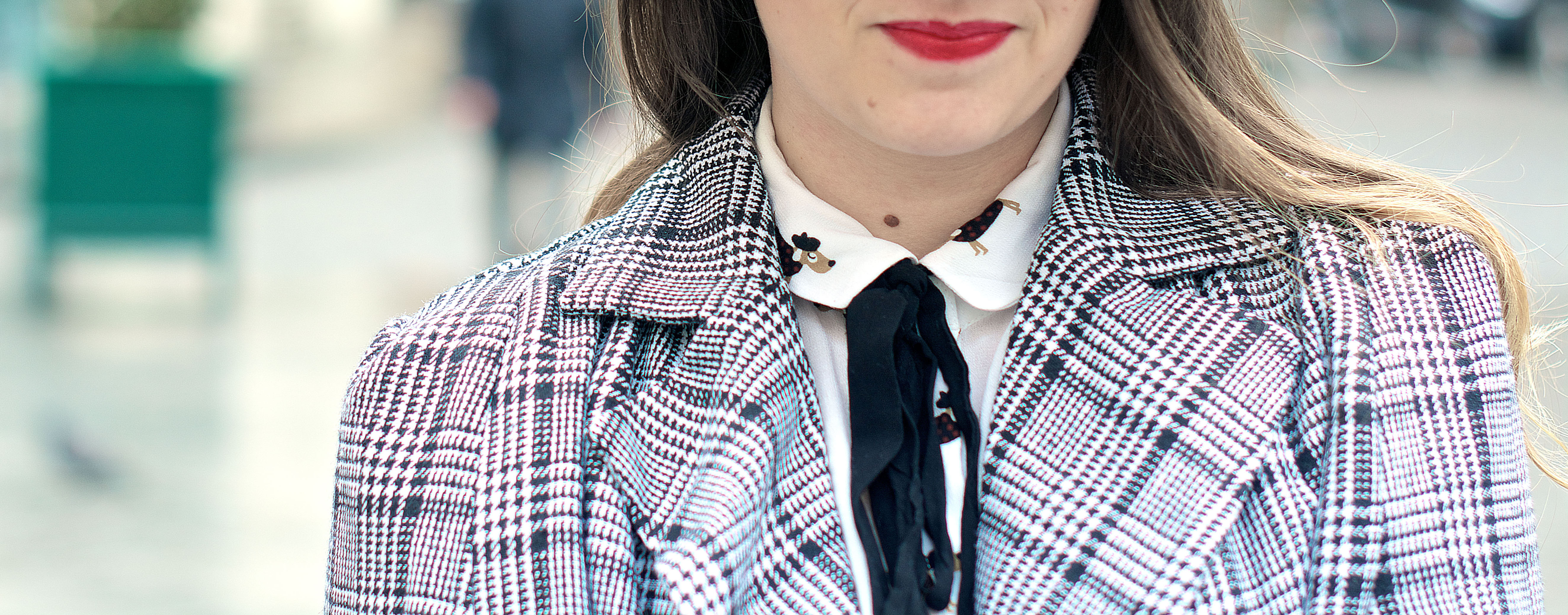 look-preppy-london-capetartan-shein-galeriesvivienne-paris-influencer-fashionblogger-chemiseretro-mango-jupepatineuse-bottineszara-vinyl-seralynepointcom_DSC3470