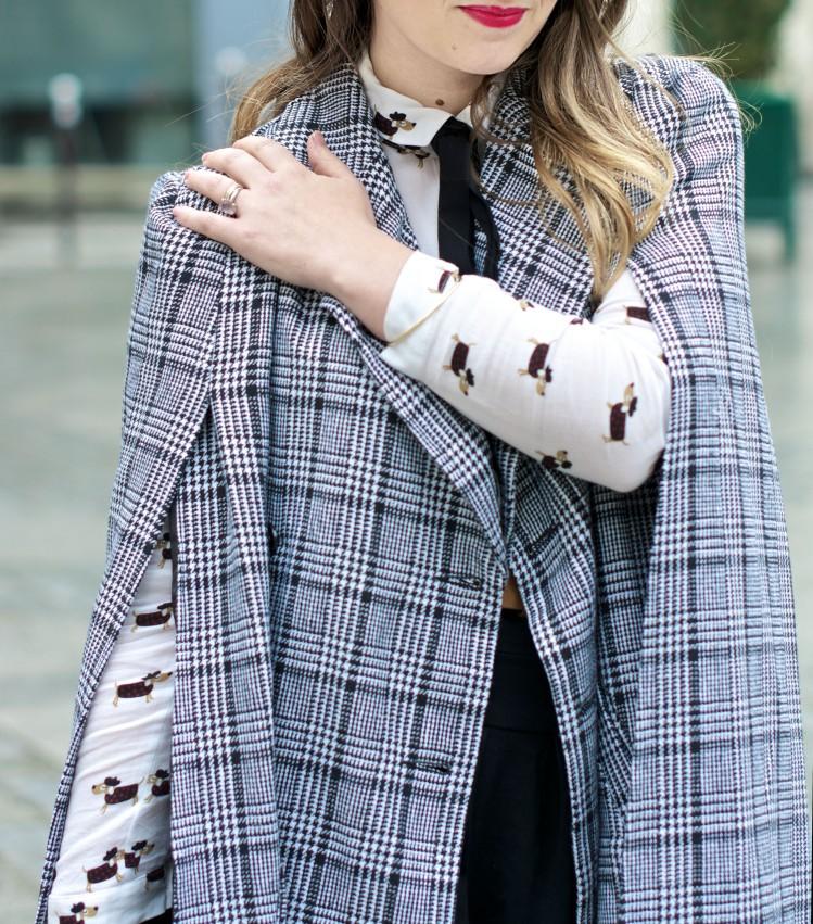look-preppy-london-capetartan-shein-galeriesvivienne-paris-influencer-fashionblogger-chemiseretro-mango-jupepatineuse-bottineszara-vinyl-seralynepointcom_DSC3480