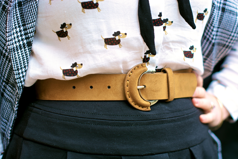 look-preppy-london-capetartan-shein-galeriesvivienne-paris-influencer-fashionblogger-chemiseretro-mango-jupepatineuse-bottineszara-vinyl-seralynepointcom_DSC3502